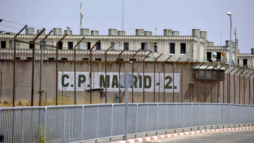 """Los brotes se extienden por las cárceles con la segunda ola del covid-19: """"Esto es un caos"""""""