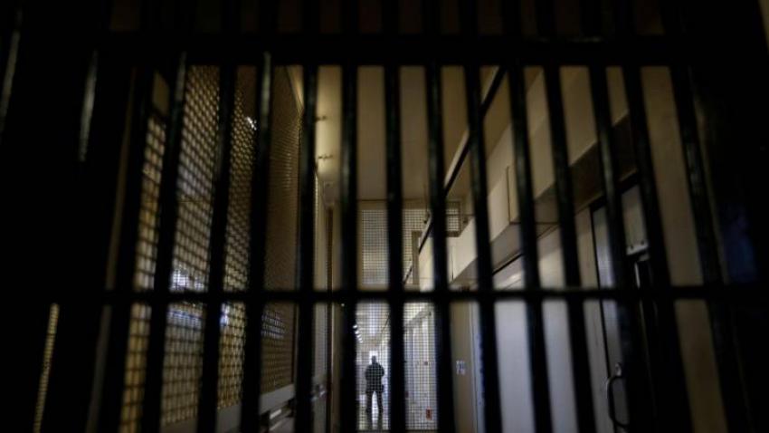 Varios presos peligrosos tratan de amotinarse en la cárcel de Murcia