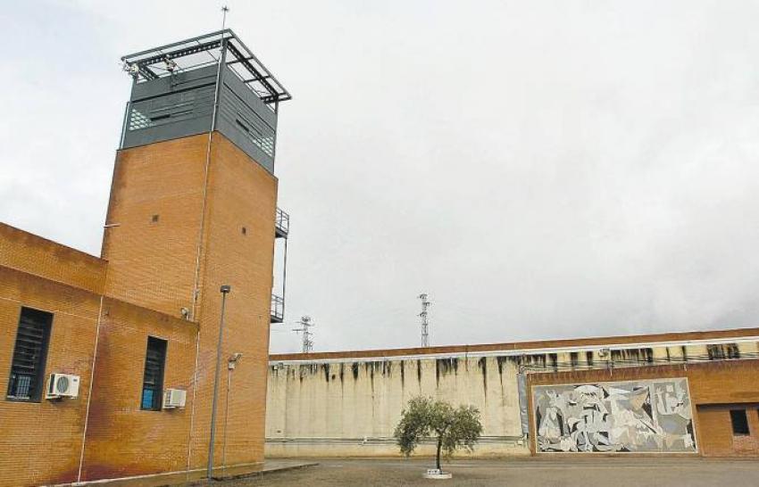 Otra agresión entre rejas: un preso agarra del cuello a un funcionario