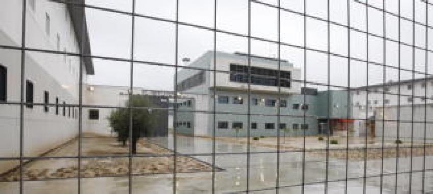 Un incendio en la cárcel de Campos del Río obliga a desalojar a toda una galería